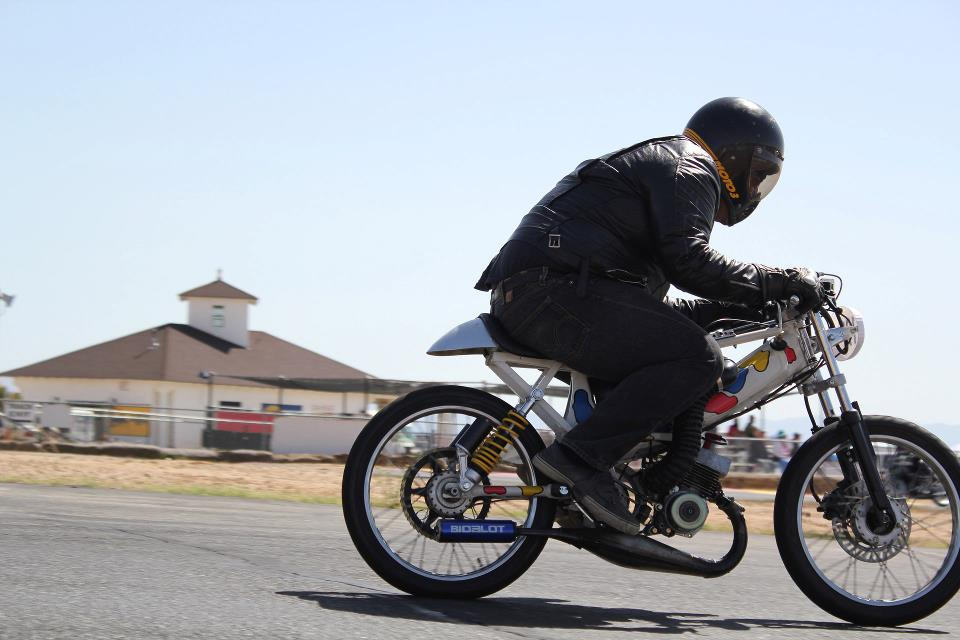Moped Racing Is Back In California Tomahawk Mopeds