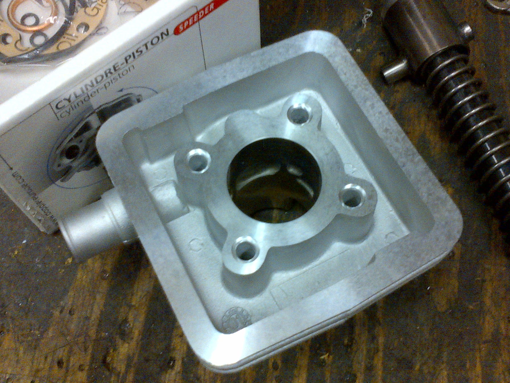 Porting phase 1: Small polini cases + malossi vl7 4 petal reed valve.