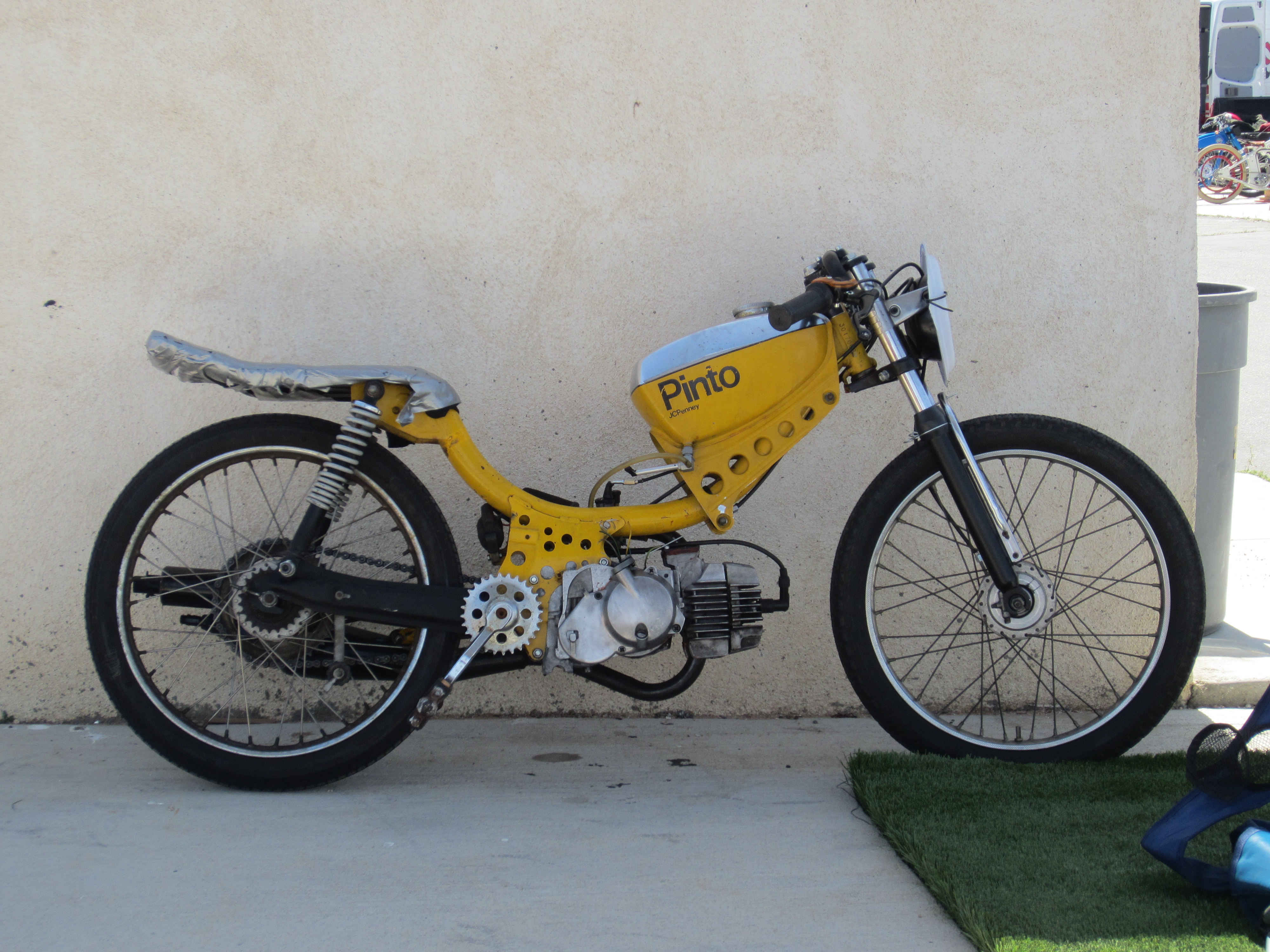 back from the socal race april 13th tomahawk mopeds. Black Bedroom Furniture Sets. Home Design Ideas