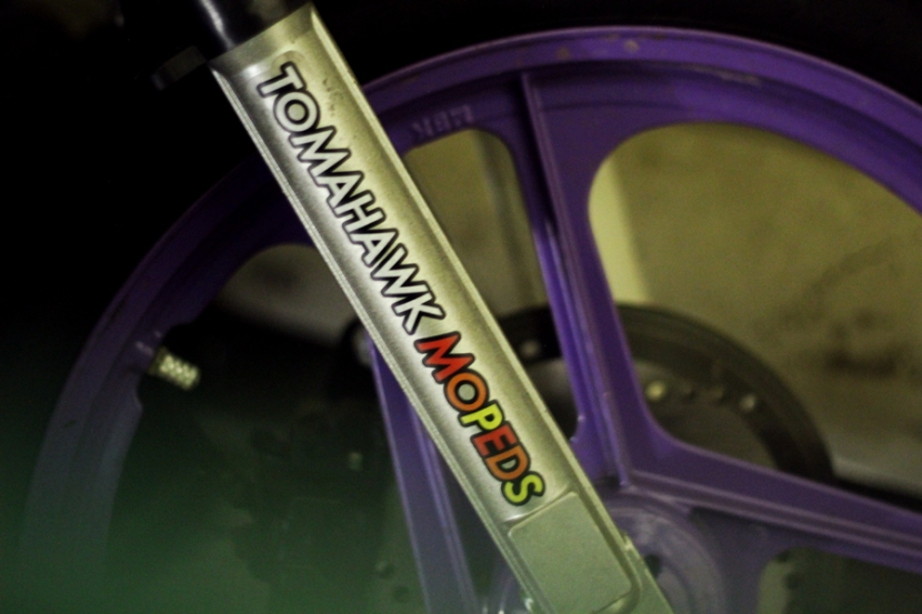 Tomahawk-Moped-Sticker-Fork-Mag